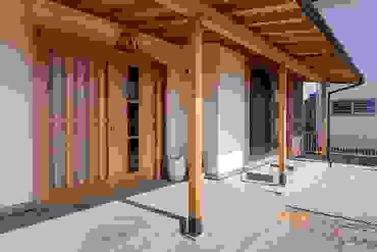 shu建築設計事務所 Pasillos, vestíbulos y escaleras de estilo clásico