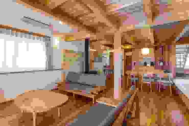 Phòng khách phong cách kinh điển bởi shu建築設計事務所 Kinh điển