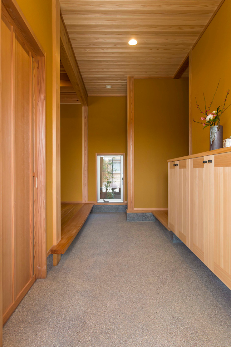 shu建築設計事務所 Classic style corridor, hallway and stairs