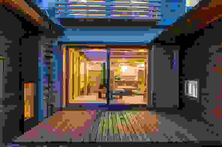 shu建築設計事務所 Balcones y terrazas de estilo clásico