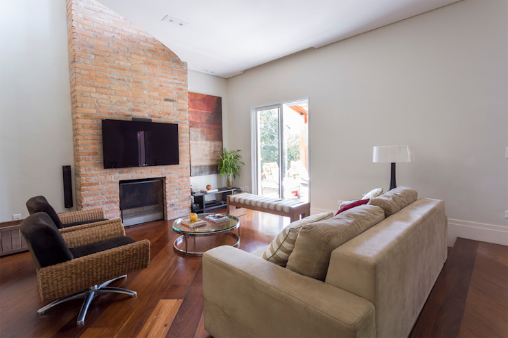 Danielle Tassi Arquitetura e Interiores Moderne Wohnzimmer