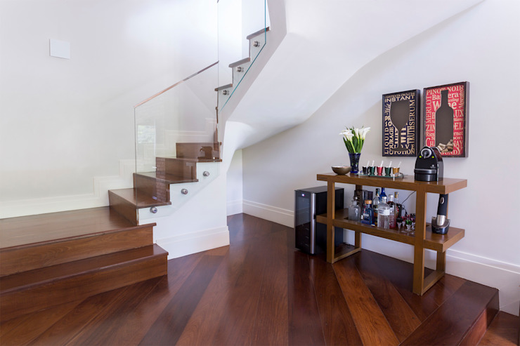 Modern Corridor, Hallway and Staircase by Danielle Tassi Arquitetura e Interiores Modern