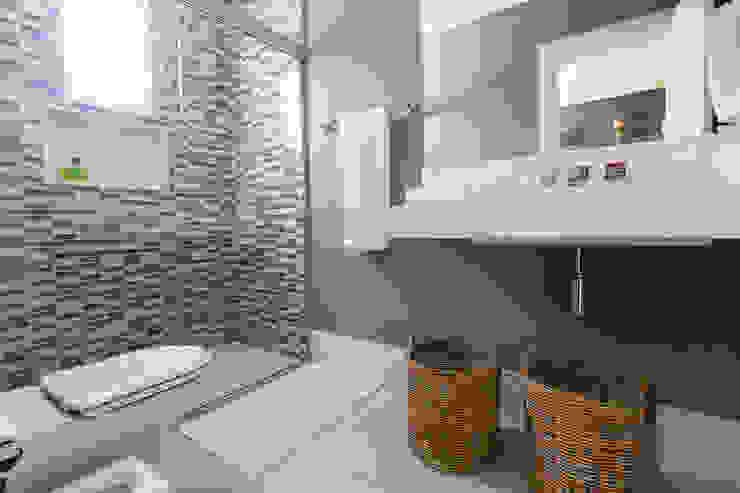 Baños modernos de Danielle Tassi Arquitetura e Interiores Moderno
