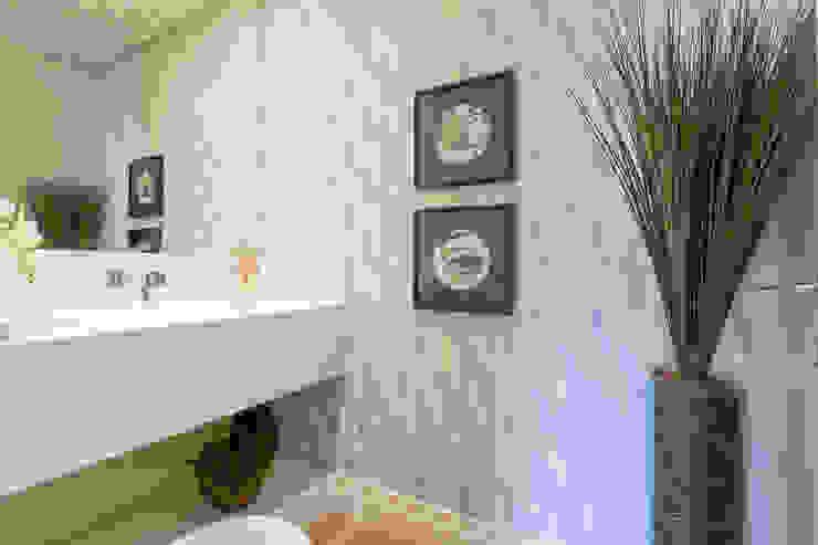 Danielle Tassi Arquitetura e Interiores Moderne Badezimmer