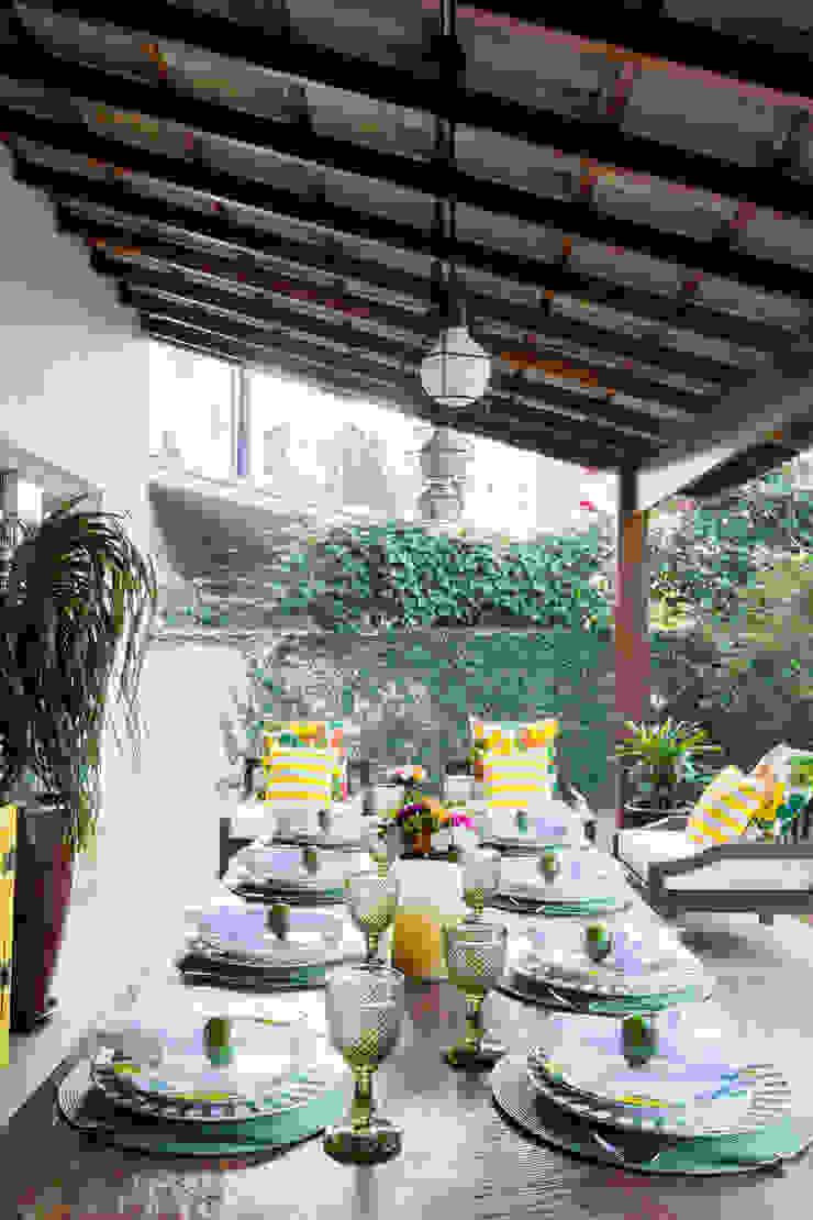 Danielle Tassi Arquitetura e Interiores Moderner Balkon, Veranda & Terrasse