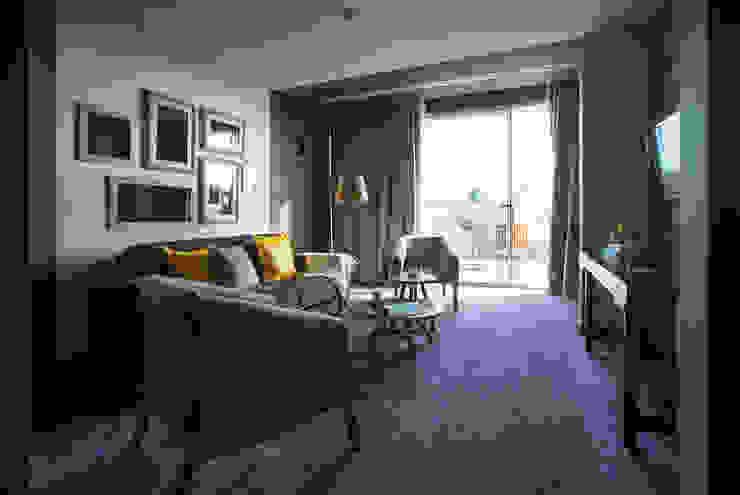 Temática da suite alusiva ao lírio Tralhão Design Center Hotéis campestres
