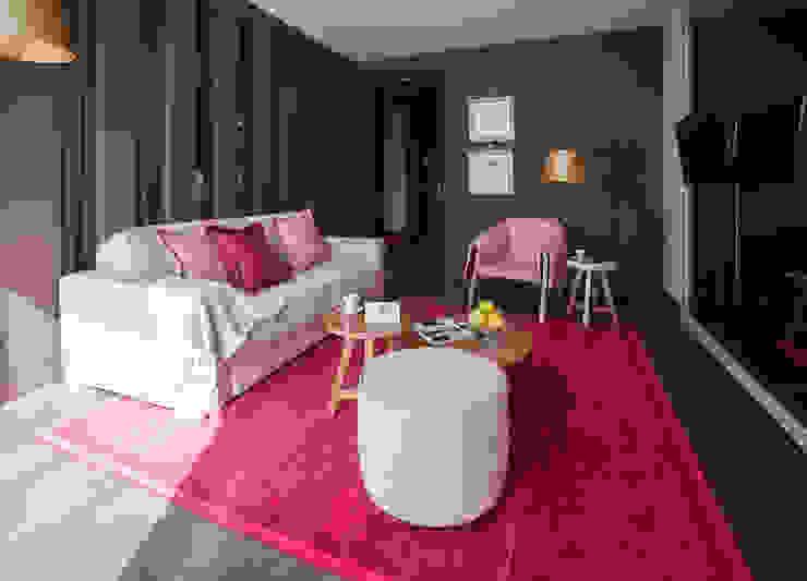 Temática da suite alusiva à papoila Hotéis campestres por Tralhão Design Center Campestre
