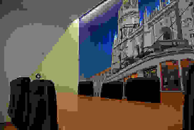 Sala dos Jerónimos Escritórios modernos por JOÃO SANTIAGO - SERVIÇOS DE ARQUITECTURA Moderno MDF