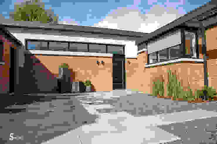 La cour d'entrée Maisons minimalistes par Emilie Bigorne, architecte d'intérieur CFAI Minimaliste