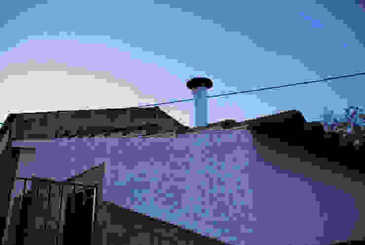 JOÃO SANTIAGO - SERVIÇOS DE ARQUITECTURA Maisons rustiques Métal Blanc