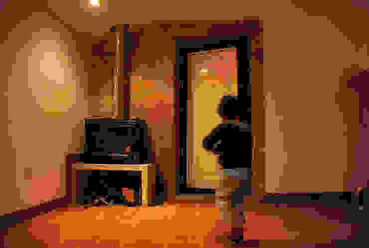 JOÃO SANTIAGO - SERVIÇOS DE ARQUITECTURA Living room Stone Orange