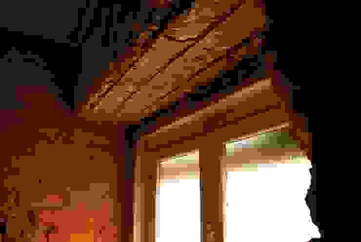 JOÃO SANTIAGO - SERVIÇOS DE ARQUITECTURA Living room Copper/Bronze/Brass Yellow