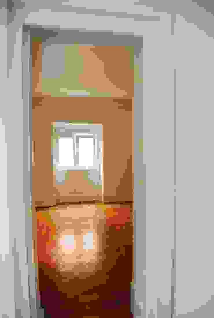 JOÃO SANTIAGO - SERVIÇOS DE ARQUITECTURA Living room Solid Wood White