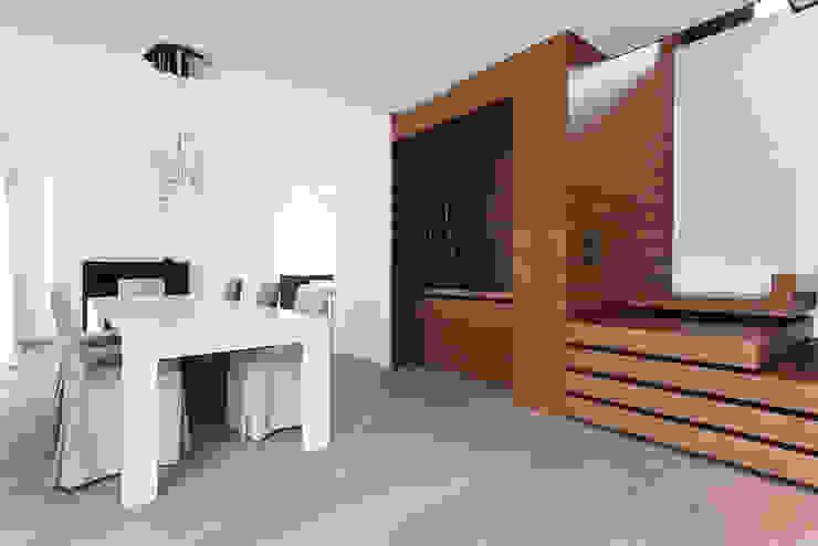 Z House EXiT architetti associati Minimalist dining room Wood