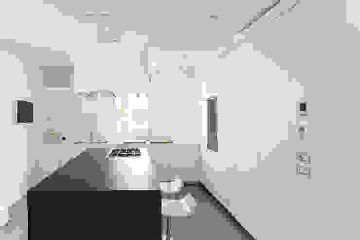 Z House Minimalist kitchen by EXiT architetti associati Minimalist Marble