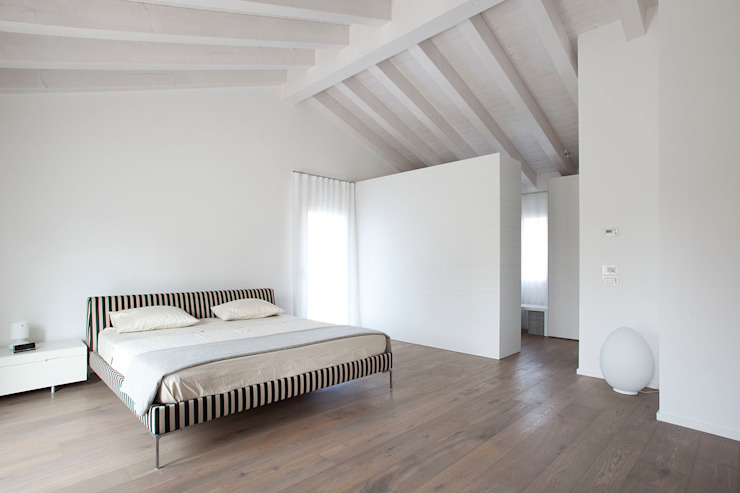 Z House Minimalist bedroom by EXiT architetti associati Minimalist