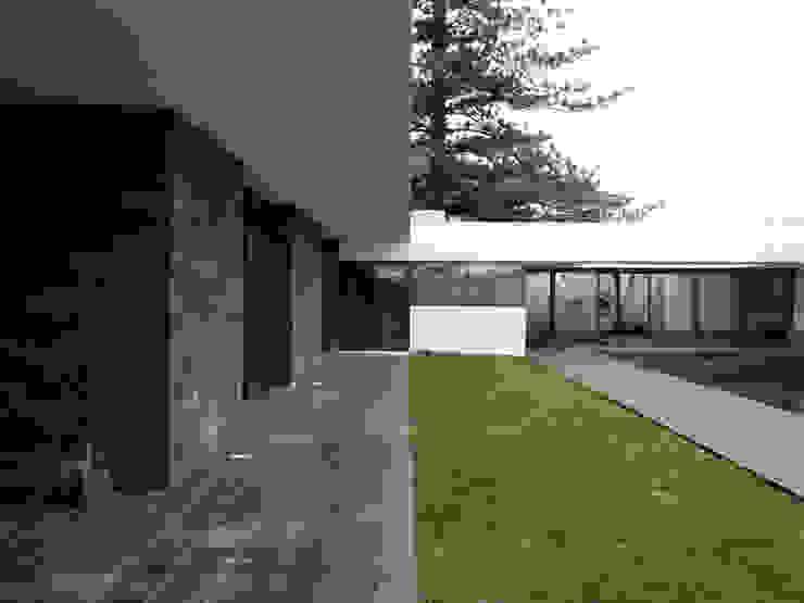 Casa LRS Casas modernas por Pedro Mosca & Pedro Gonçalves, Arquitectos, Lda Moderno