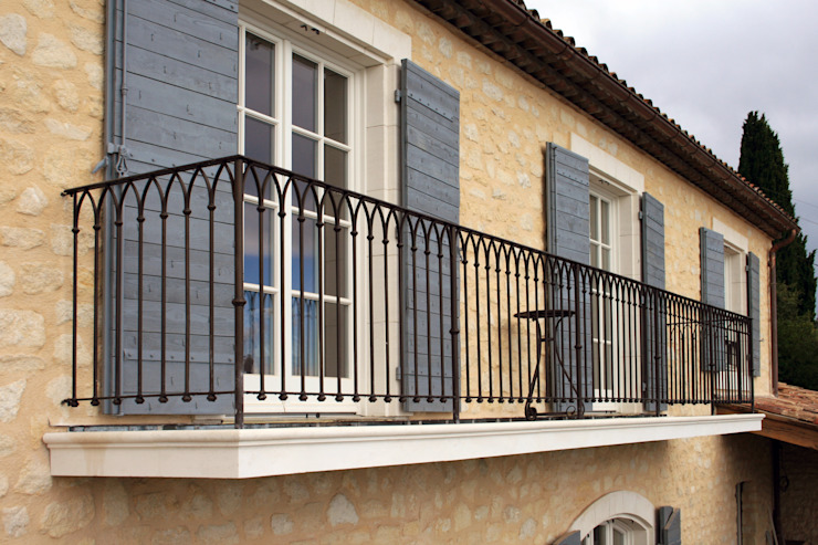 Puertas y ventanas mediterráneas de Möbelwerkstatt Cadot Mediterráneo