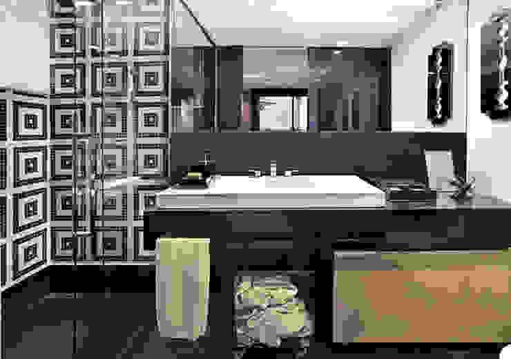 Banho - Suíte Jovem/ Casa Cor MG 2009 Casas de banho modernas por Escritório de Arquitetura Sílvia Hermanny Moderno Pedra