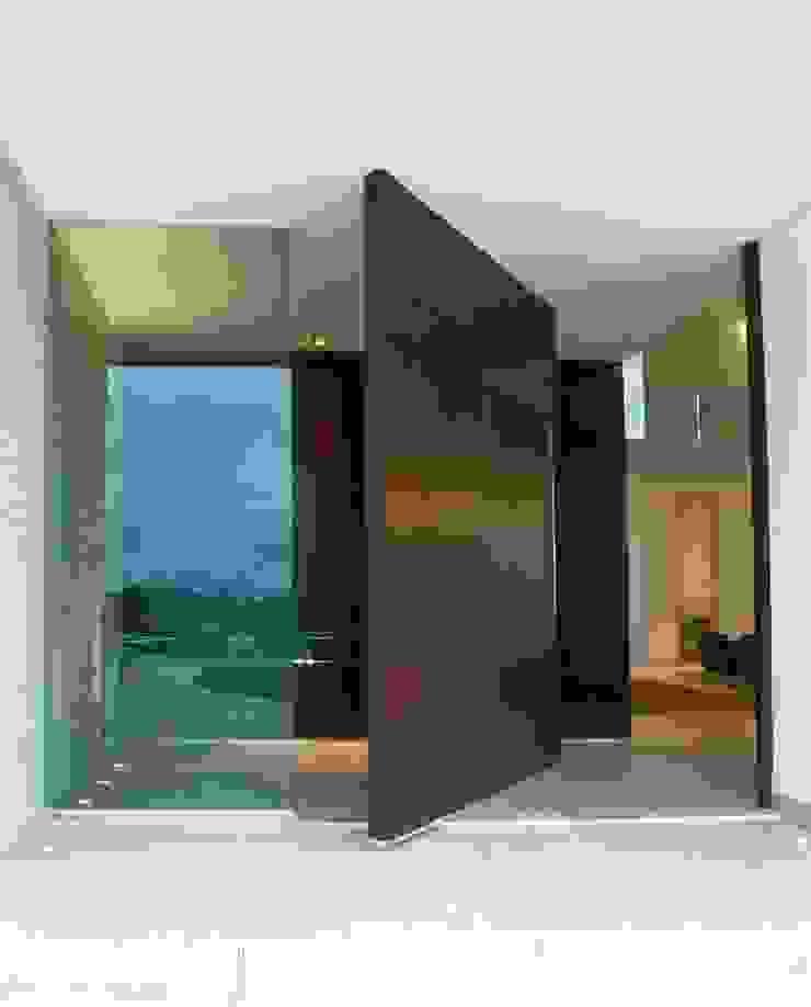 Modern Windows and Doors by Escritório de Arquitetura Sílvia Hermanny Modern Wood Wood effect
