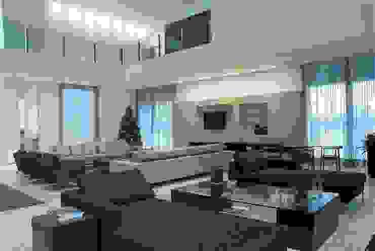 Modern Living Room by Escritório de Arquitetura Sílvia Hermanny Modern
