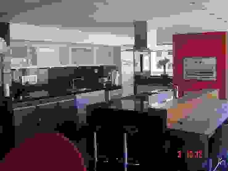 Cozinha Gourmet/ Apto. Mangabeiras Cozinhas modernas por Escritório de Arquitetura Sílvia Hermanny Moderno
