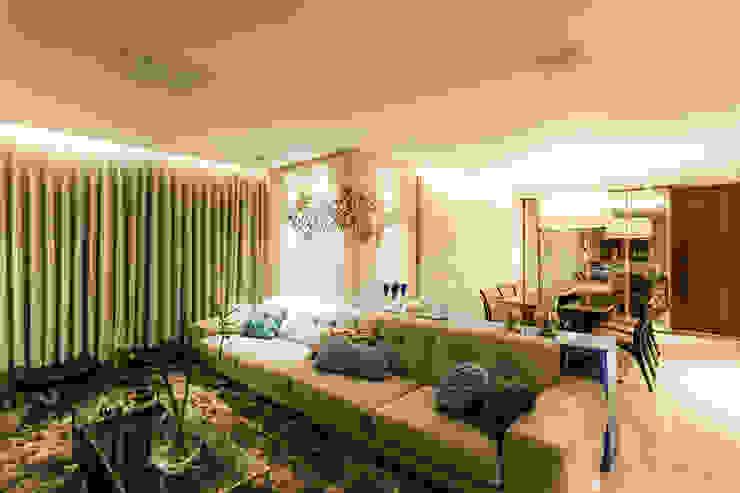 غرفة المعيشة تنفيذ Interiores Iara Santos, كلاسيكي