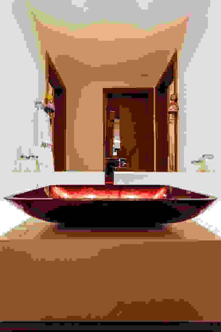 Apartamento Gutierrez Banheiros clássicos por Interiores Iara Santos Clássico
