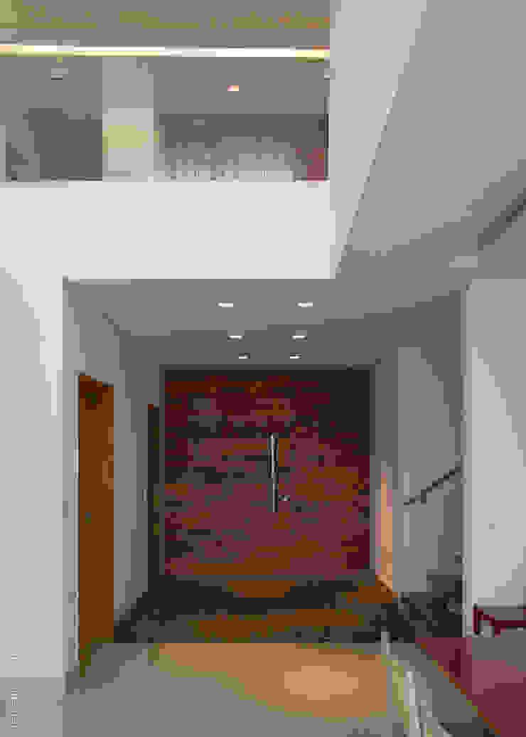 Casa Alphaville 1 Portas e janelas modernas por AURORA Arquitetura - Design 4 Stays Moderno