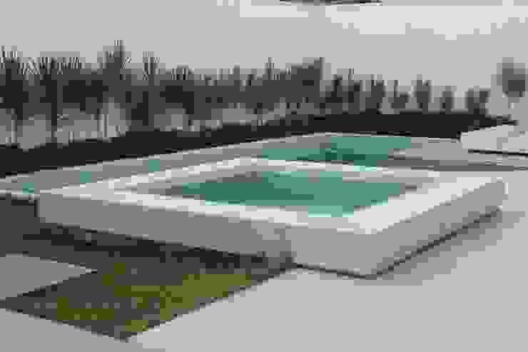 Casa MM Piscinas modernas por Flavio Monteiro Arquitetos Associados Moderno