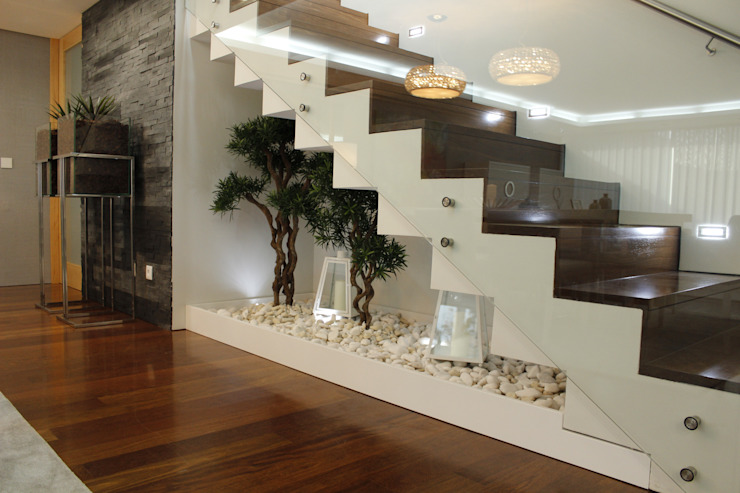 Modern Corridor, Hallway and Staircase by Grupo HC Modern