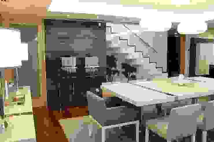 Modern dining room by Grupo HC Modern