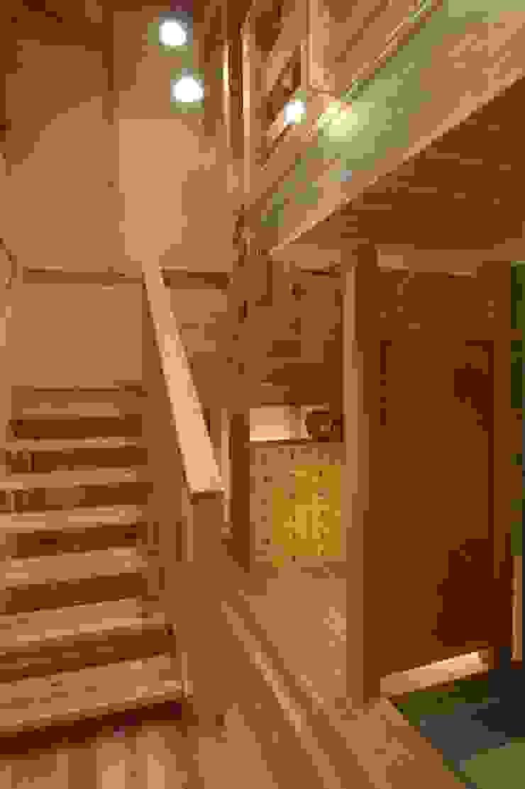 . モダンスタイルの 玄関&廊下&階段 の 徳弘・松澤建築事務所 モダン