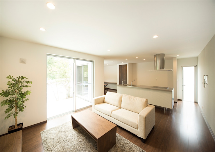 Modern Living Room by ナイトウタカシ建築設計事務所 Modern