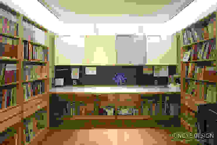 아이셋과 부모님이 함께 사는 집_48py: 홍예디자인의  서재 & 사무실,모던
