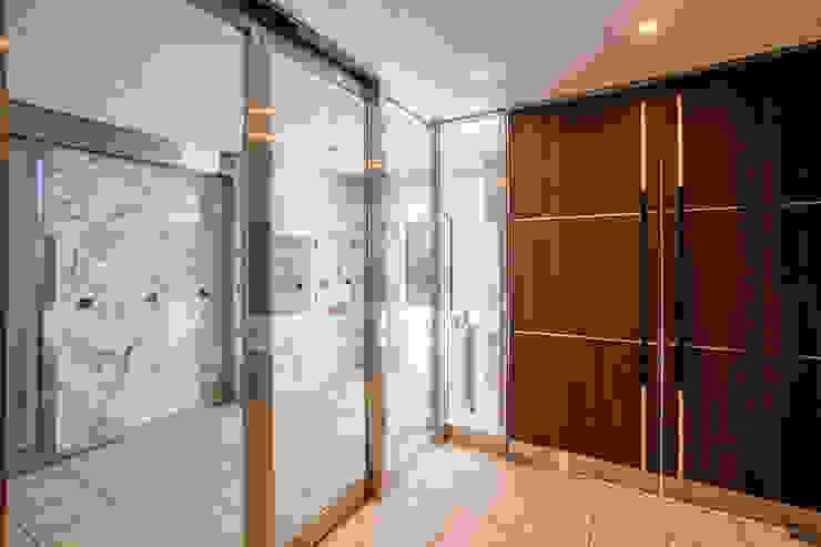 L' Allure Mellem モダンスタイルの 玄関&廊下&階段 の 池野健建築設計室 モダン