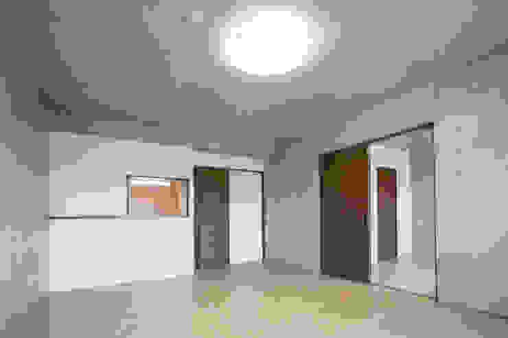 L' Allure Mellem モダンデザインの リビング の 池野健建築設計室 モダン