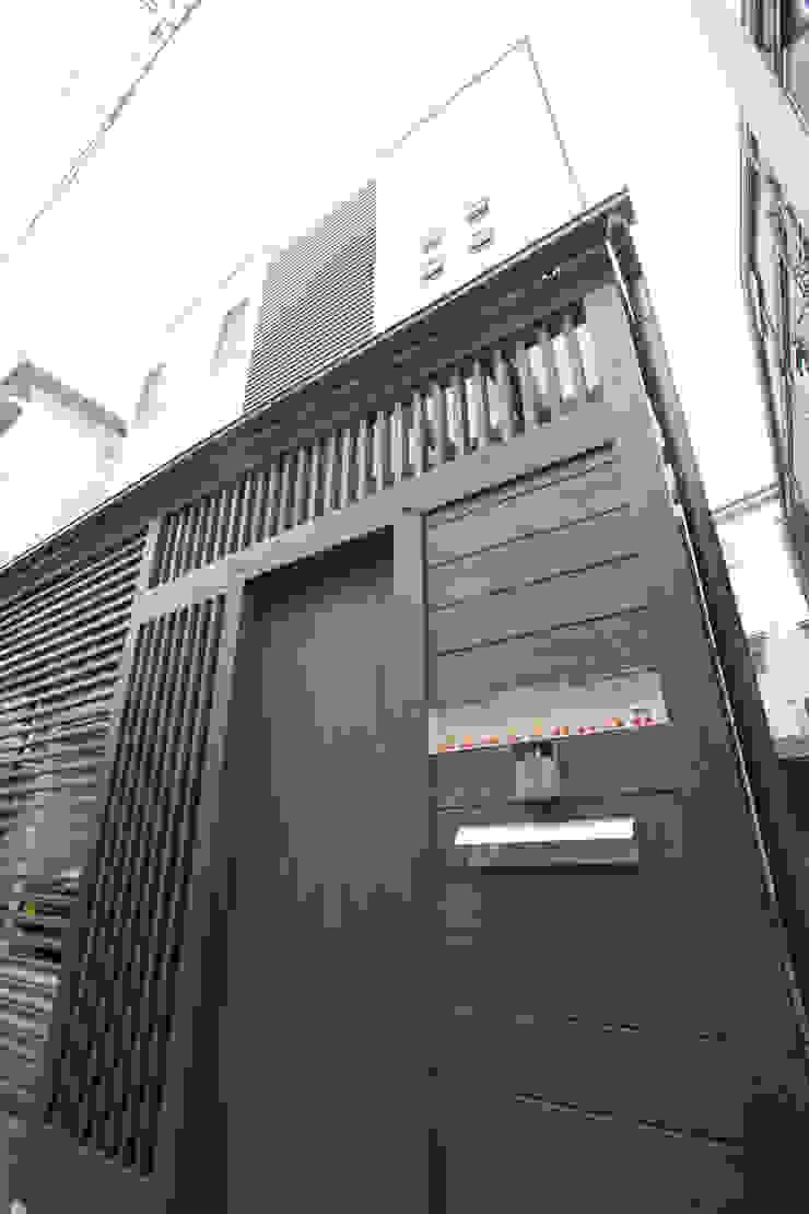 高槻の家 モダンな 家 の 株式会社 atelier waon モダン