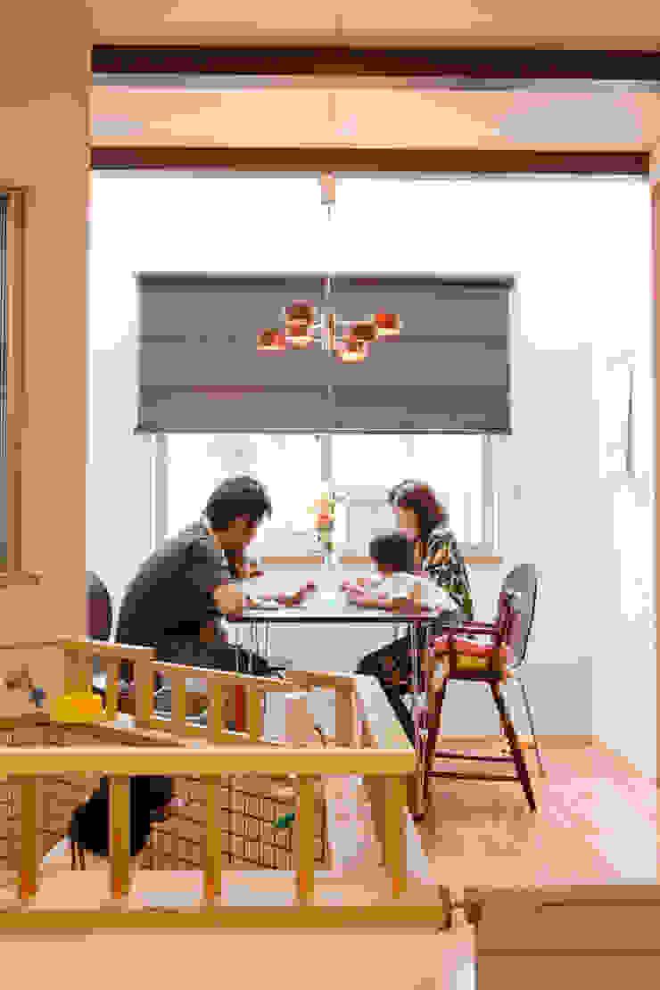高槻の家 モダンデザインの ダイニング の 株式会社 atelier waon モダン