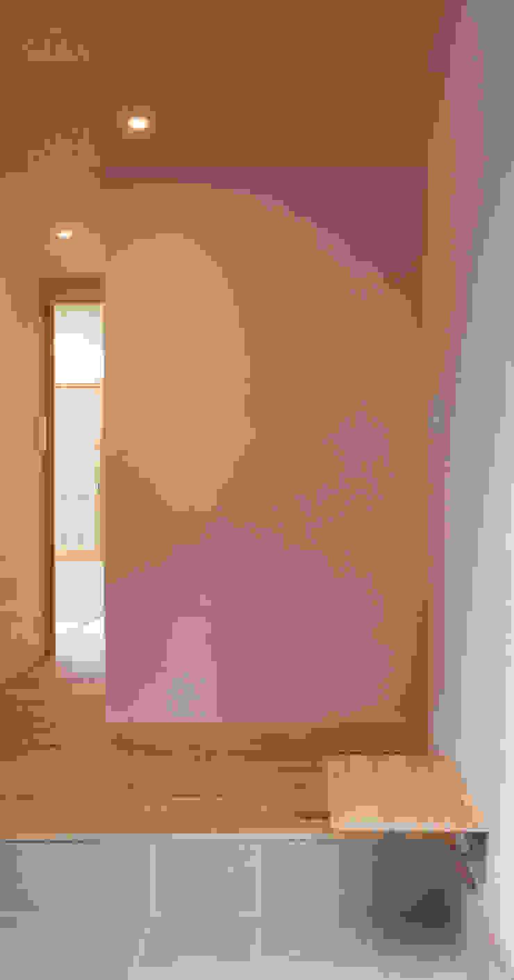 高槻の家 モダンスタイルの 玄関&廊下&階段 の 株式会社 atelier waon モダン