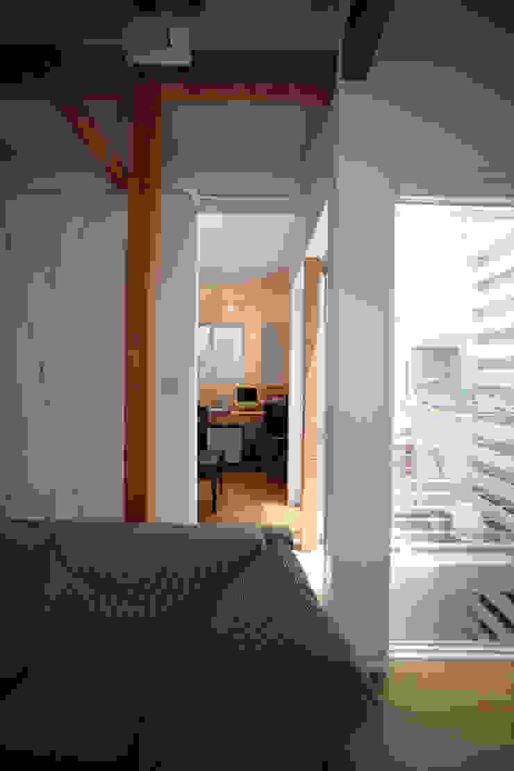 書斎 モダンデザインの 多目的室 の atelier m モダン