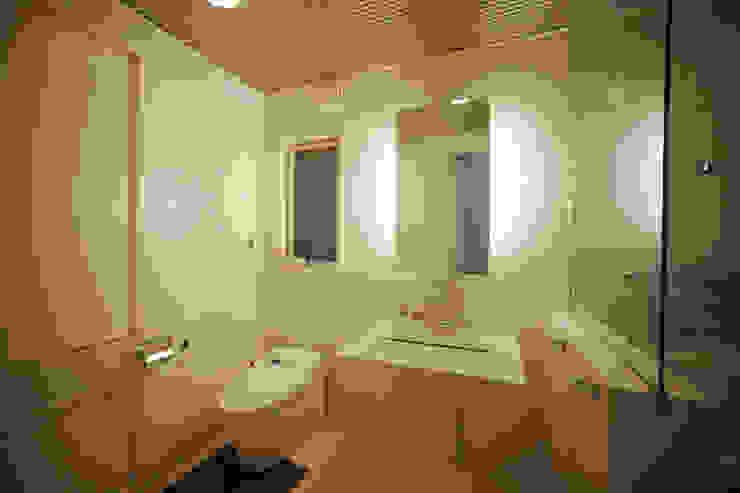 バスルーム モダンスタイルの お風呂 の atelier m モダン