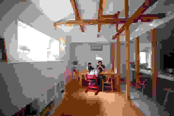 光庭の家〈renovation〉-敷地条件を諦めない- モダンデザインの ダイニング の atelier m モダン