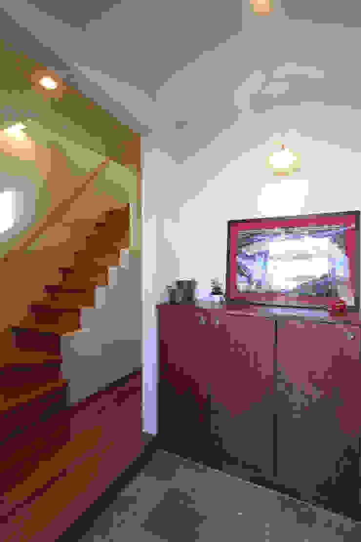 玄関 オリジナルスタイルの 玄関&廊下&階段 の atelier m オリジナル