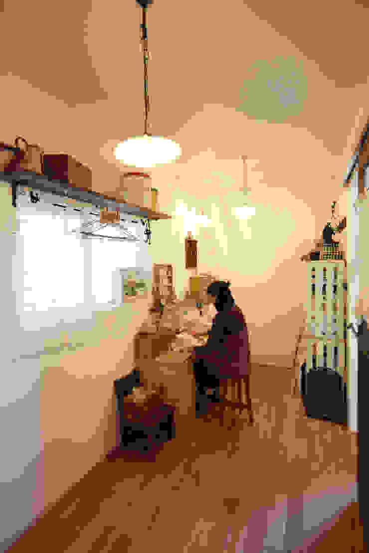 作業場 オリジナルデザインの 多目的室 の atelier m オリジナル