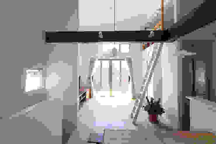 Salas de estilo ecléctico de atelier m Ecléctico