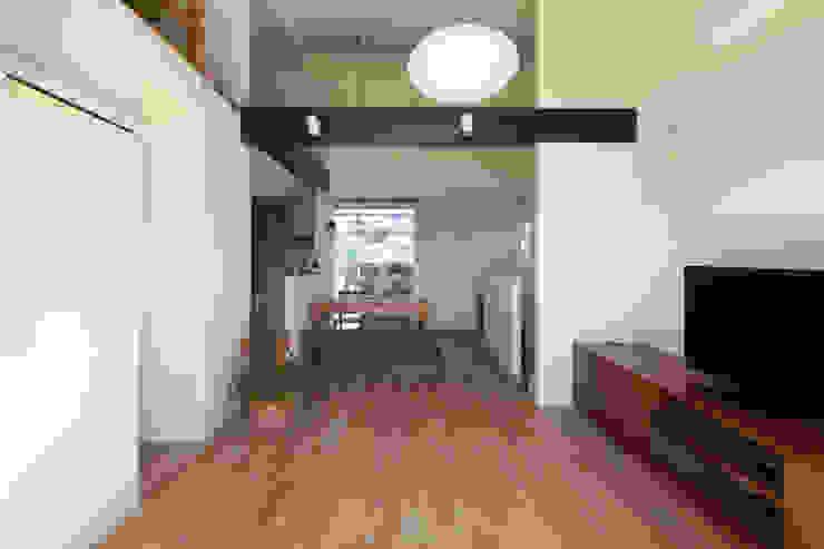千葉の家-レイソルサポーターが柏に建てた家- オリジナルデザインの リビング の atelier m オリジナル