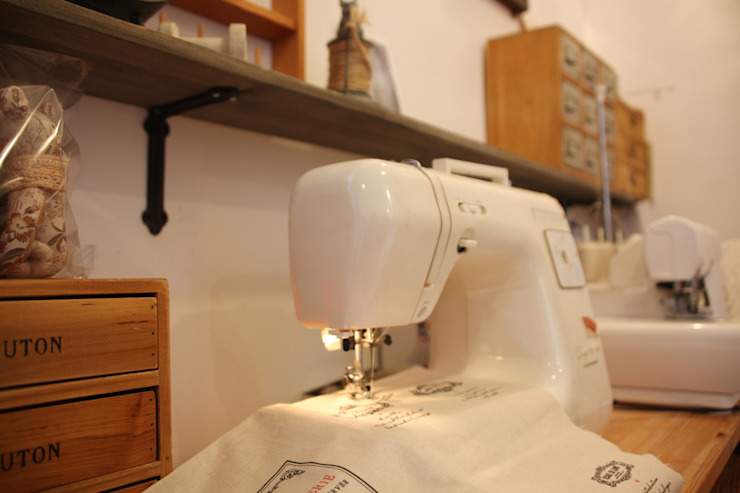 千葉の家-レイソルサポーターが柏に建てた家- オリジナルデザインの 多目的室 の atelier m オリジナル