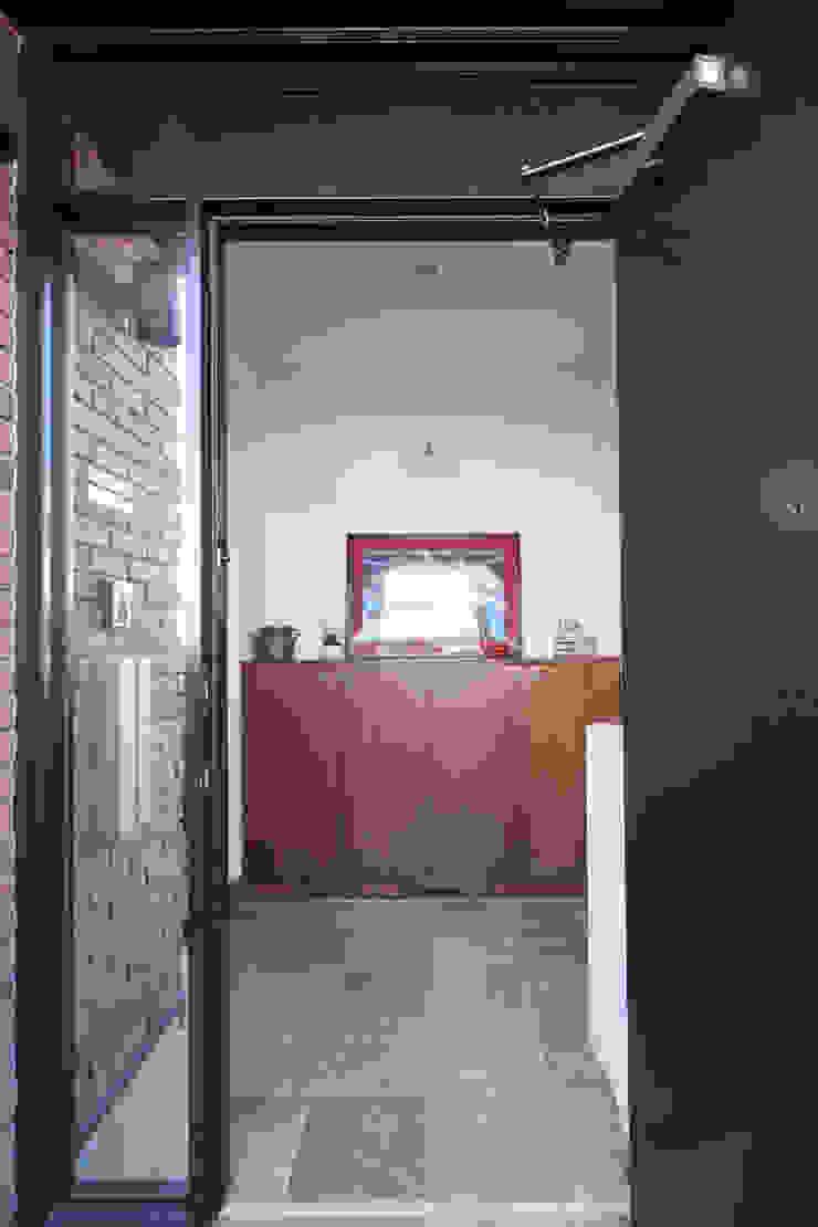 千葉の家-レイソルサポーターが柏に建てた家- オリジナルスタイルの 玄関&廊下&階段 の atelier m オリジナル
