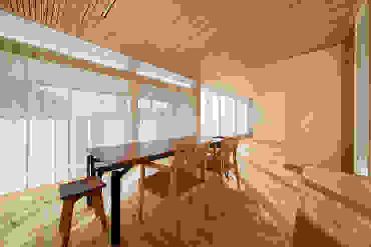 陽だまりの家: 有限会社 宮本建築アトリエが手掛けたリビングです。,オリジナル